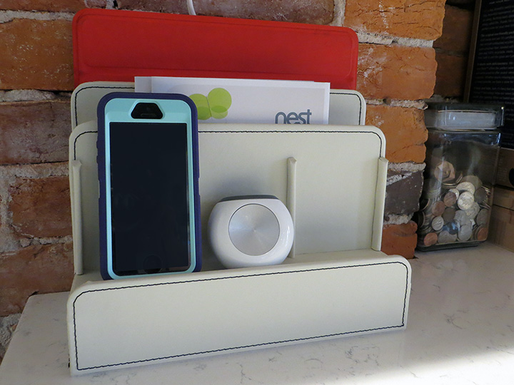 Charging Station in White
